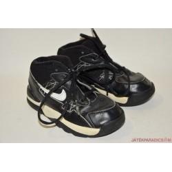 Nike fekete fűzős edzőcipő 26-os