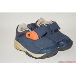 Nike eredeti tépőzáras 21-es edzőcipő