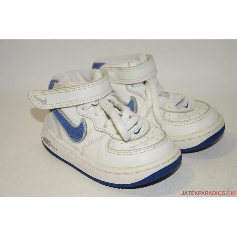 fcd6e9c9ddba Nike eredeti 22-es edzőcipő *