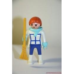 Playmobil takarítónő seprűvel