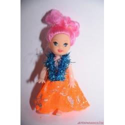 Kicsi baba narancssárga ruhában