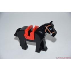 Lego fekete ló nyereggel