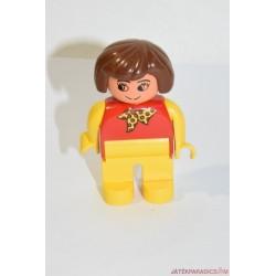 Lego Duplo nő kendővel