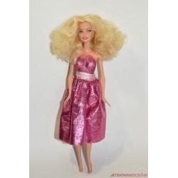 Ciklámen ruhás táncosnő Barbie baba