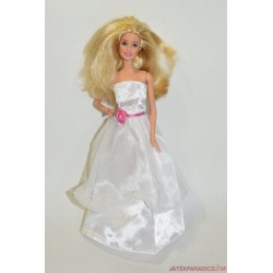 Fehér ruhás hercegnő Barbie baba