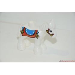 Fehér dísztakarós Lego Duplo lovacska