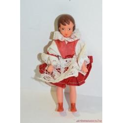 Vintage kicsi baba piros ruhában