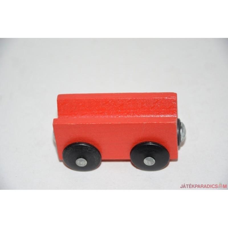 Fa vonatos piros vagon