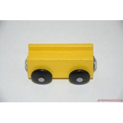 Fa vonatos sárga vagon