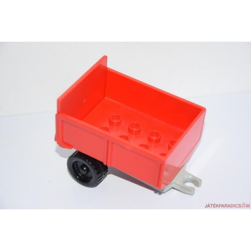 Lego Duplo piros utánfutó szürke aljon