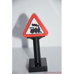 Lego Duplo vasúti kereszteződést jelző tábla
