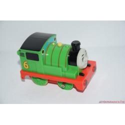 Thomas, a gőzmozdony felhúzós Percy mozdony