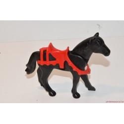 Playmobil ló nyereggel