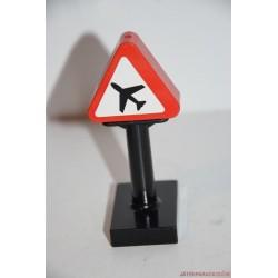Lego Duplo repülőtér útjelző tábla
