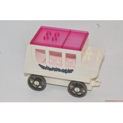 Lego Duplo rózsaszín autó virágmintával