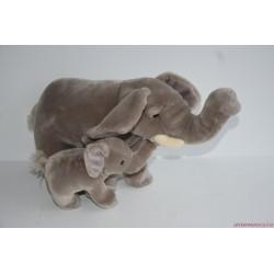 Élethű plüss elefánt a kicsinyével