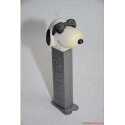 Joe Cool Snoopy PEZ cukorkatartó