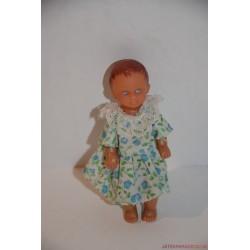 Kicsi baba fodros ruhában