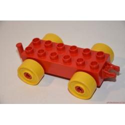 Lego Duplo piros autó alap