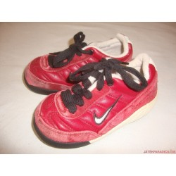 Nike 25-ös bordó edzőcipő