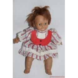 Virágos ruhás kislány karakter baba